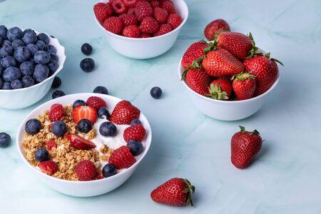 Muesli with greek yogurt on the table Stok Fotoğraf - 148335998