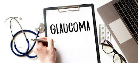 Doctor holding a card with text GLAUCOMA, medical concept Imagens