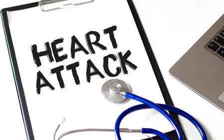word Heart Attack on the paper plate with marker, Medical concept Zdjęcie Seryjne