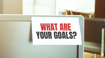 Sticky note on the computer. Text WHAT ARE YOUR GOALS