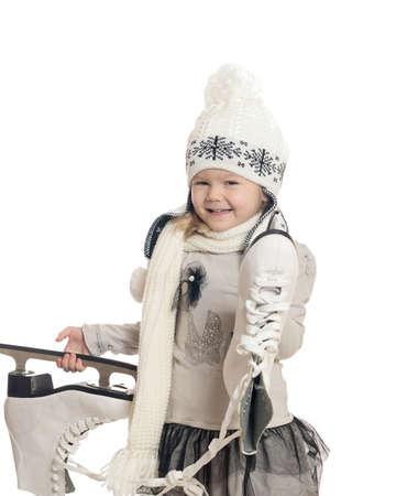 patinaje sobre hielo: La niña sostiene patines y se regocija Foto de archivo