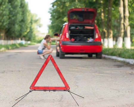 Emergency road sign and standing machine