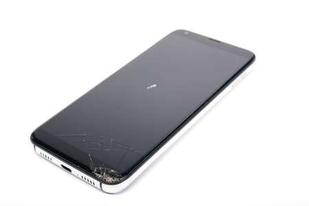 op de smartphone is het glas van het scherm gebroken