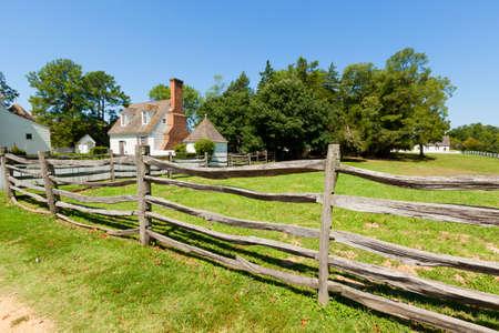 Vue de la clôture de bois antique à la ferme. Banque d'images - 10489912