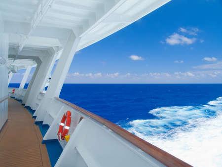 bahamas: Modern cruiseschip in de Caribische Zee.