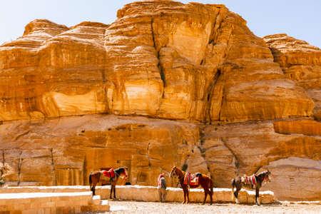 Ansichten der verlorenen Stadt Petra in der jordanischen Wüste. Standard-Bild - 75516388