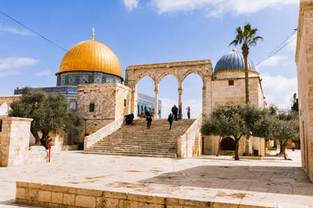 Jerusalem, Israel- March 14,2017:View of the Dome Of The Rock at Temple Mount in Old Jerusalem, the third holiest place in Islam. Фото со стока - 77120081