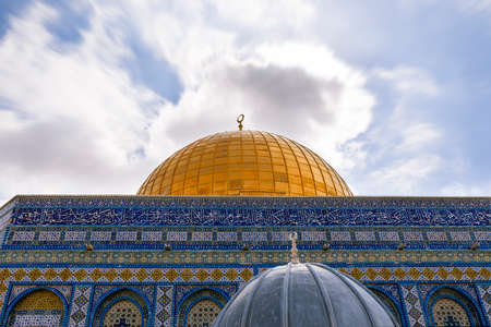 dome of the rock: View of the Dome Of The Rock at Temple Mount in Old Jerusalem, the third holiest place in Islam.