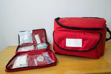 Zestaw ratunkowy i apteczka pierwszej pomocy