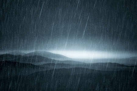 Donkere landschap met regen Stockfoto