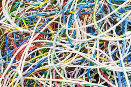 Die Bündel Von Elektrischen Drähten Unterschiedlicher Farben Sind ...