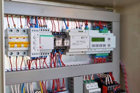 The display controller, power supply, relays, phase control, relay, automatic switch, level switch mounted in series in the electrical Cabinet. Banco de Imagens