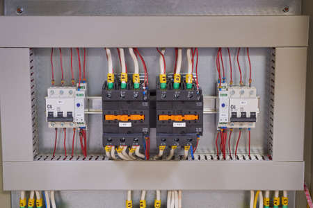 Two contactors or magnetic starters with mechanical locking, two circuit breakers and two phase control relays in the electrical Cabinet. Automatic input of the power reserve.
