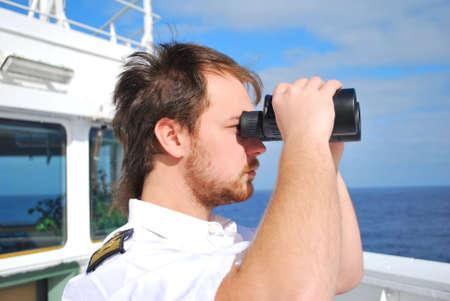 capitan de barco: navegador del reloj en el puente de qu�mica de la cisterna Foto de archivo