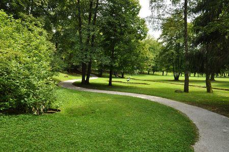 Pfad durch den reizvollen park