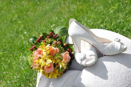 bruidsboeket: Bruids boeket en schoenen