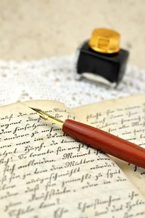 manuscrita: Pena de fonte no di�rio velho um