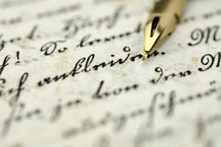 Fountain Pen auf ein altes Tagebuch