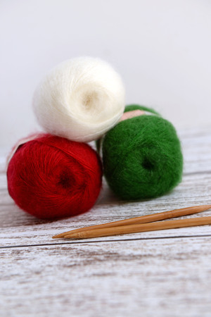rosso verde: Knitting for Christmas with red, green and white yarn