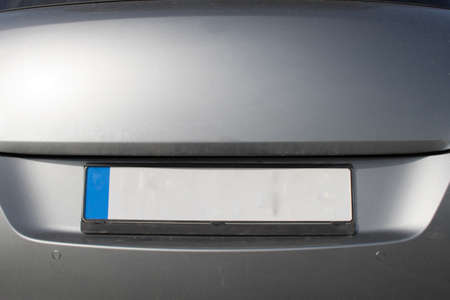 Empty License plate on the back of a car Banque d'images - 133175853
