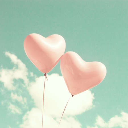 pastel: Two heart-shaped balloons