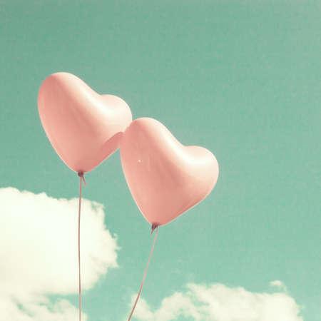 colores pasteles: Dos globos en forma de coraz�n