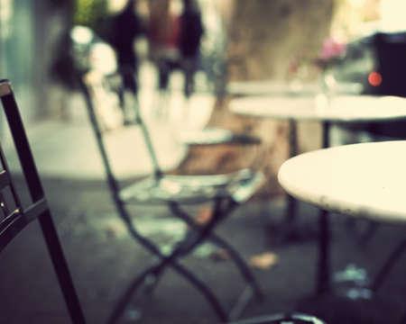 tarde de cafe: Al aire libre de la vendimia mesas de café