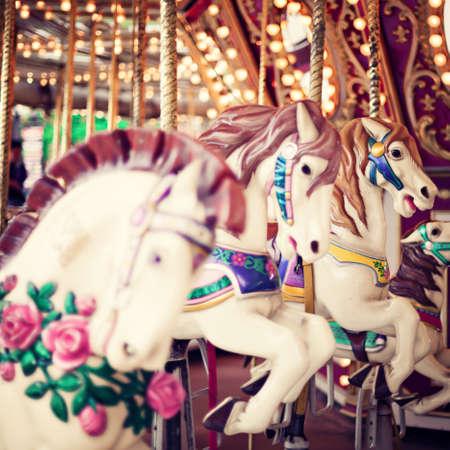 antiek behang: Vintage carrousel paarden Stockfoto