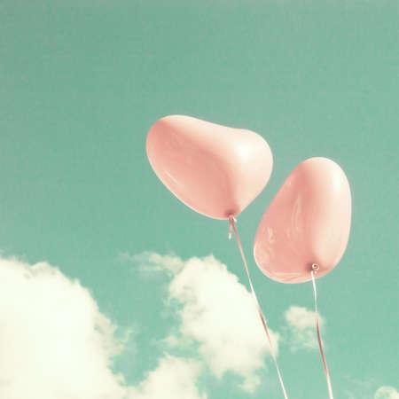 colores pastel: Dos globos en forma de corazón de color rosa