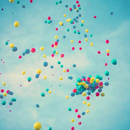Palloncini colorati in volo Archivio Fotografico