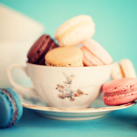 紅茶のカップでマカロン 写真素材