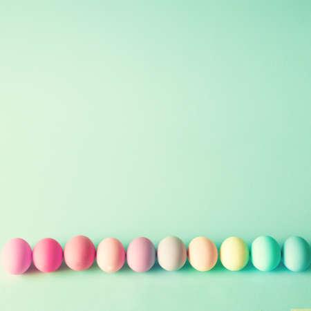 colores pasteles: Coloridos huevos de Pascua