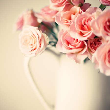 柔らかいピンクのバラの花束