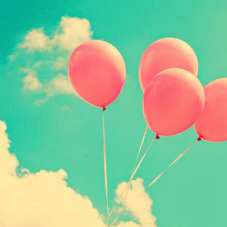 globos de cumplea�os: Globos de color rosa de la vendimia Foto de archivo