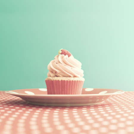 pastel: Strawberry cupcake over polka dots