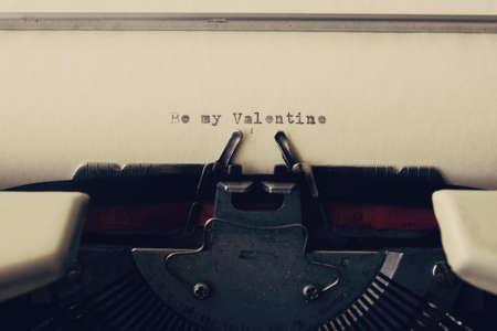 ビンテージ タイプライターで愛のメッセージ