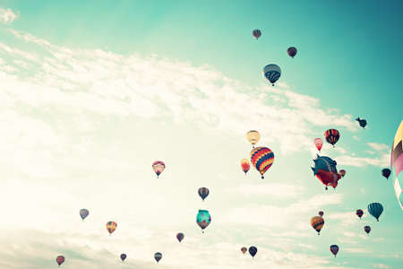 Vintage Hot Air Balloons in de vlucht