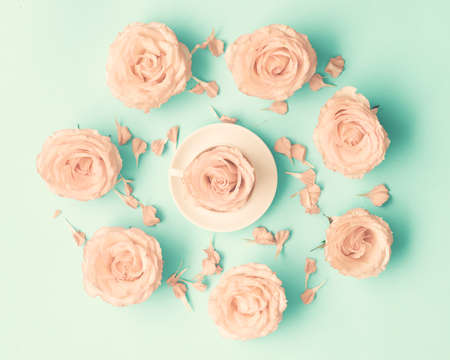 Pink roses on mint flat lay Banco de Imagens - 82095766