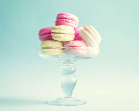 Vintage pastel french macaroons on mint Banco de Imagens - 98893947