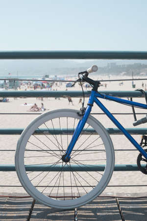 Bicycle in a beach pier in California Banco de Imagens - 104371883