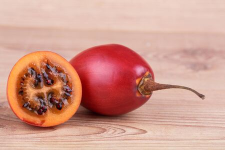 tomate de arbol: Tamarillo Foto de archivo