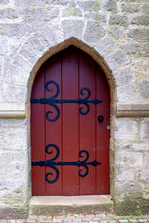 Old wooden door with iron ornaments in a castle Standard-Bild - 111788734