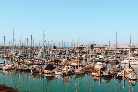 Yachts Big Sur is a sparsely populated region of the central California 版權商用圖片