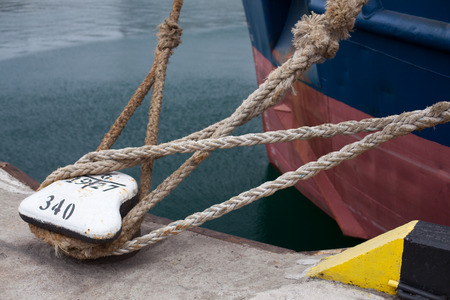 bollard: Picture of an Old Vintage Naval Rope Stock Photo