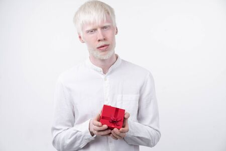 portrait of an albino man in studio dressed t-shirt isolated on a white background. abnormal deviations. unusual appearance. skin abnormality 版權商用圖片