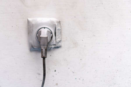 Electricity short circuit Electrical failure resulting in electricity wire burnt socket cable after fire 免版税图像