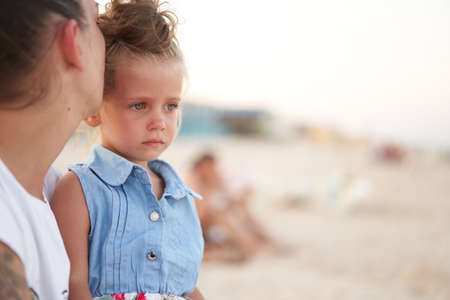 Little girl crying Mother daughter summer beach. Child upset and cry Adorable caucasian kid cry Childhood problems 스톡 콘텐츠 - 164896362