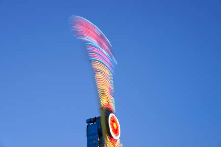 Amusement park blurred effect. Abstract illuminated background Spinning defocused carnival carousel long exposure shooting 스톡 콘텐츠 - 164976657