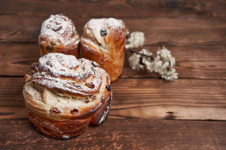 Traditional easter cake Kraffin stands on wooden table against a dark background. Spring holiday bread with copy space 스톡 콘텐츠 - 165329093