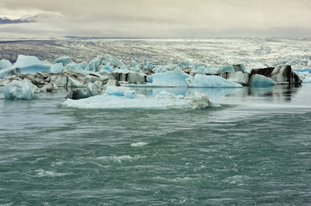 flow from ice lagoon Jokulsarlon to Atlantic ocean, Iceland